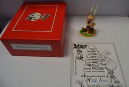 PIXI 4237 IDEFIX DANS LES BRAS D'ASTERIX NEUF DANS SA BOITE D'ORIGINE CERTIFICAT N° 14/750 - Asterix & Obelix