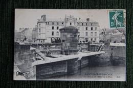 Saint Valery En Caux - Les Ecluses Et L'Hôtel Du Palais. - Saint Valery En Caux