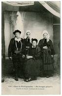 56 - CT51283CPA - LE FAOUET - Chez Le Photographe - Famille - CARTE PIONNIERE - Parfait état - MORBIHAN - Le Faouet