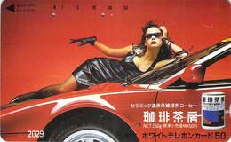 FEMME  WOMAN - AUTO  - VOITURE - AUTOMOBILE - CAR -- TELECARTE JAPON - Voitures