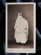 Photo CDV J. Geiser à Alger - Femme Voilée, Costume De Ville Circa 1860-65 L530A - Antiche (ante 1900)