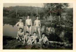 Jeunes Garçons Torse Nu Au Bord De La Rivière Photo 8,5 X 6 Cm - Anonieme Personen