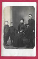 CARTE PHOTO 14 X 9 Cm Des Années 1920... FEMME (PIN-UP) Jeune FILLE Et Jeunes GARCONS - Pin-ups