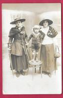 CARTE PHOTO 14 X 9 Cm, Des Années 1910.. FEMMES (PIN-UP)  ENFANT - Pin-ups