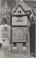 CPSM Blois La Cathédrale St-Louis Et Son Vieux Quartier La Rue Des Juifs - Blois