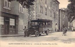 07 ARDECHE Arrivée De L'Autobus St Sauveur Marcols Sur La Place Du Clos Devant La Pharmacie De Saint PIERREVILLE - Andere Gemeenten