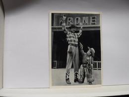 SPETTACOLO  --CIRCO --- CIRQUE --- IL GIGANTE BIMBO   E IL NANO WALTER   DEL CIRCO KRONE - Circus