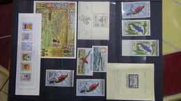 N241 Collection Timbres Et Blocs ** De Différents Pays. A Saisir  !! - Verzamelingen (in Albums)