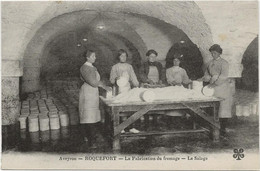 D 12   Fromagerie De ROQUEFORT  2 Cartes ( Tres Beau Plan )  Fabrication Du Fromage Le Salage - Zonder Classificatie
