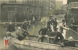 92.  CLICHY .  Rue Reflux Et Bd National . Les Soldats De L'Ecole Du Génie..  30 Janvier 1910 .  CRUE DE LA SEINE . - Clichy
