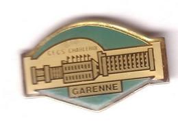 Z74 Pin's Ville Lycée Belgique CECS CHARLEROI GARENNE Achat Immédiat - Ciudades