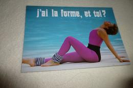 BELLE CARTE ....BELLE FEMME SEXY SUR UNE PLAGE ...LA FORME - Pin-Ups
