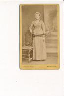 CDV Portrait De Femme Coiffe Bressane Photographe ARNOLD Place D'armes à BOURG EN BRESSE 01 ( Photo Format 6,5 X 10,5 Cm - Old (before 1900)