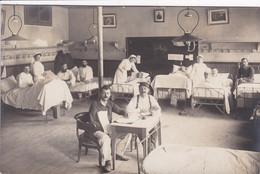 25 BESANCON ? Carte Photo 1915 Hôpital Avec Infirmière Et Blessés , Besançon Dans Le Texte Au Dos - Besancon
