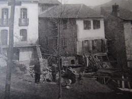 Fourmiguères - Entrée Du Village - Avenue De Mont-Louis - Ouvrier En Plein Travaux De Construction - Otros Municipios