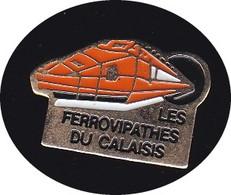 69231- Pin's -Les Ferrovipathes Du Calaisis, Calais.Club De Modélisme Férroviaire - Transports