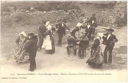 CPA 56 - 2773. Environs D'AURAY - Trois Mariages Réunis - Mariés, Garçons Et Filles D'honneur Dansan - Auray