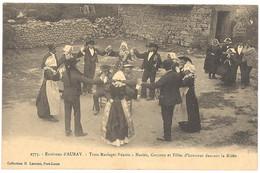 CPA 56 - 2775. Environs D'AURAY - Trois Mariages Réunis - Mariés, Garçons Et Filles D'honneur Dansan - Auray