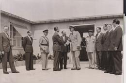 PREMIERS OFFICIERS ALLEMANDS ARRIVENT AU SHAPE A LOUVECIENNES GENERAL GRUENTHER 1955 18*13CM - War, Military
