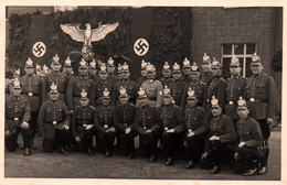ALLEMAGNE NAZI / MAGNIFIQUE ET TERRIFIANTE CARTE PHOTO OFFICIERS  ALLEMANDS / AIGLE ET CROIX GAMMEE / 16 JUIN 1940 - Weltkrieg 1939-45