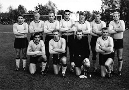 FOOTBALL -EQUIPE De KUOPIO ( FINLANDE  Vers 1965 /1970 Contre SAINT ETIENNE ( PHOTO Agence PRESSE Sports) PHOTO L EQUIPE - Sports