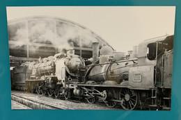 Locomotives SNCF 030 C 590 Et 231 G - Photo Train Gare Dépôt Batignolles - Années 1950 - France Paris 75 Locomotive - Trains