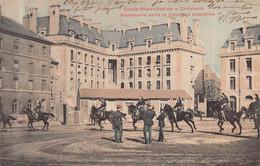 PARIS -  Garde Republicaine - Cavalerie  - Manoeuvres Dans La Cour Des Celestins - Altri