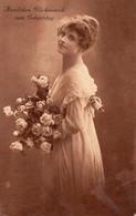 DC4979 - Schöne Motivkarte Junge Frau Mit Blumen Kleid - Mujeres
