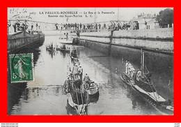 CPA BATEAUX.  LA ROCHELLE-PALLICE,  Le Sas Et La Passerelle, Rentrée Des Sous-Marins...S2301 - Warships