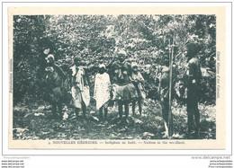 CPA Nouvelles Hébrides Indigènes En Foret - Vanuatu