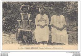 CPA Nouvelles Hébrides Femmes Indigènes En Toilette Européenne - Vanuatu