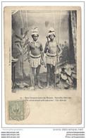 CPA Nouvelles Hébrides Deux Canaques Ayant Des Manous - Vanuatu