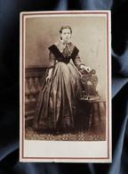 Photo CDV Autin & Lacroix Au Havre  Jeune Femme Belle Robe Avec Du Velours (Mme Jubin)  Sec. Emp.  CA 1865 - L531 - Oud (voor 1900)
