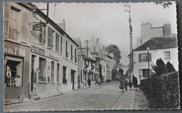 CPSM 91 GIF SUR YVETTE , La Rue Henri Amodru, Commerces , Bureau De Tabac, Pub Journaux - Gif Sur Yvette