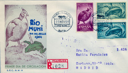 RIO MUNI , ED. 57 / 59 - DIA DEL SELLO 1964 , FAUNA , AVES , ANFIBIOS , SOBRE DE PRIMER DIA CIRCULADO , LLEGADA AL DORSO - Riu Muni