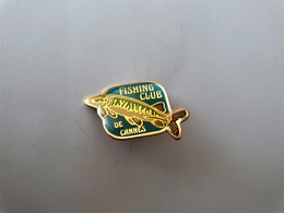 PINS ANIMAUX  POISSON FISHING CLUB De CANNES CLUB DE PÊCHE / 33NAT - Animali