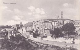 SIENA - PANORAMICA LUNGO LE MURA - IN LONTANANZA IL CAMPANILE DEL DUOMO - PANNI STESI NEL GIARDINO - Siena