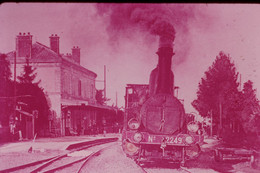 Photo Diapo Diapositive Slide Train Locomotive Vapeur Machine 2249 P.L.M En Gare à 89 Auxerre En 1908 VOIR ZOOM - Diapositives (slides)