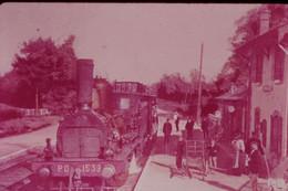 Photo Diapo Diapositive Slide Train Locomotive Vapeur Machine 1539 PO En Gare à 45 COMBREUX En 1905 VOIR ZOOM - Diapositives (slides)