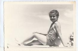 10627.  Foto Cartolina Bambina Ragazza In Posa In Costume Al Mare Anni '40 Italia - Persone Anonimi