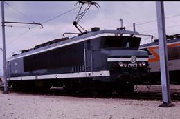 Photo Diapo Diapositive Slide Train Wagon Locomotive Electrique SNCF CC 6542 à VSG Le 23/04/1993 VOIR ZOOM - Diapositives (slides)