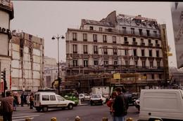 Photo Diapo Diapositive Slide Paris Passage Du Havre Travaux Immeuble BALLY Défi Photo K7 Le 29/03/1994 VOIR ZOOM - Diapositives (slides)