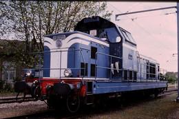 Photo Diapo Diapositive Slide Train Locomotive Diesel SNCF BB 66500 à Montargis Le 13/05/1999 VOIR ZOOM - Diapositives (slides)