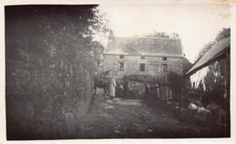 SERRE ( Commune De SAINT YRIEIX LA MONTAGNE ) - 2 Petites Photos D 'une Chaumiere (  Une Animée ..) - Otros Municipios