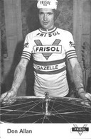 CARTE CYLISME DON ALLAN TEAM FRISOL 1975 DECOUPE, FORMAT 9,8 X 14,7 ) - Radsport
