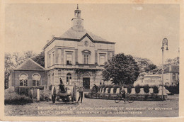 Leopoldsburg - Gemeentehuis En Gedenkteeken - Bourg-Léopold - Maison Communale Et Monument Du Souvenir - Leopoldsburg
