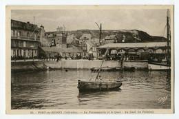Ref 202 - PORT-en-BESSIN - La Poissonnerie Et Le Quai - Au Fond Les Falaises - Port-en-Bessin-Huppain