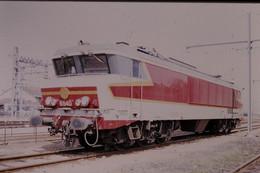 Photo Diapo Diapositive Slide Train Locomotive Electrique SNCF CC 6540 à Montargis Le 18/06/1999 VOIR ZOOM - Diapositives (slides)
