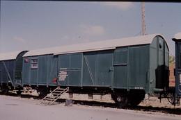 Photo Diapo Diapositive Slide Train Wagon Couvert Du 5ème Génie Militaire Le 19/06/1999 VOIR ZOOM - Diapositives (slides)