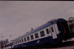 Photo Diapo Diapositive Slide Train Locomotive Voiture Couchettes SNCF De 2ème Classe Le 23/06/1999 VOIR ZOOM - Diapositives (slides)